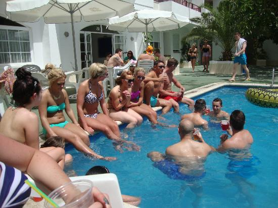 Casita Blanca Apartments : pool area
