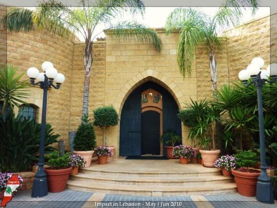 Mounir: Entrance to indoor restaurant