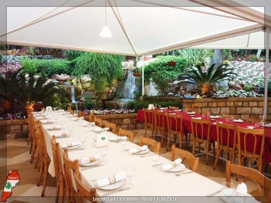 Mounir: Outdoor casual restaurant