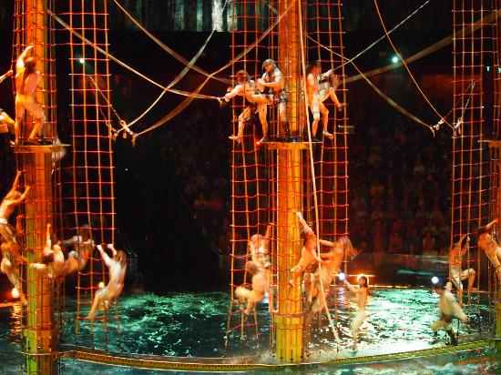The House of Dancing Water: Water Acrobatic