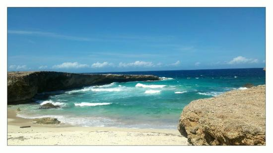 Hotel Riu Palace Aruba: View we saw on our way to the Natural Pool