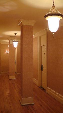 Park 79 Hotel: 3rd floor hallway