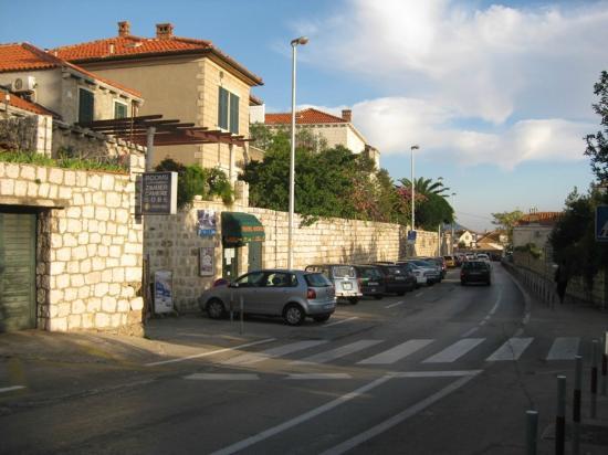 Limestone House: Location of hotel along street - hotel at far left