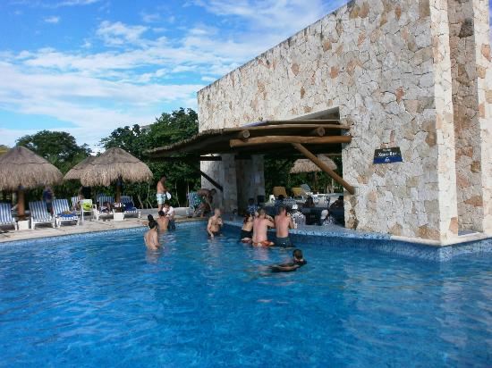 swim up bar picture of grand sirenis riviera maya resort spa akumal tripadvisor. Black Bedroom Furniture Sets. Home Design Ideas
