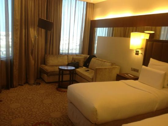 Sheraton Mall of the Emirates Hotel: Warm interiors