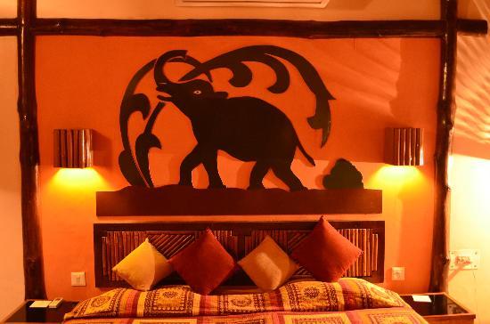 Nature Heritage Resort: Elephant backdrop