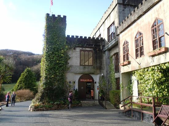 ‪أبيجلين كاسل هوتل: Main Entrance to Abbeyglen Castle