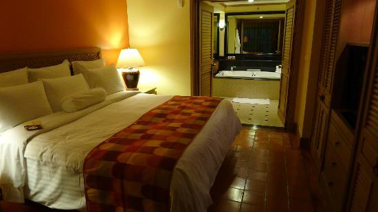 Marriott's Phuket Beach Club: Master bedroom