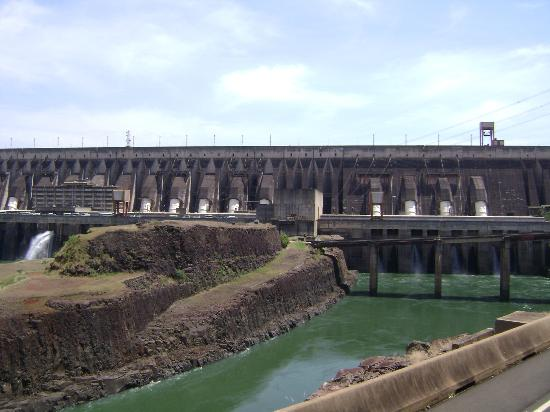 Itaipu Hydroelectric Dam: Uma obra monumental