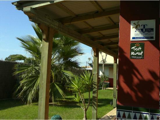 Casablanca El Petit Hotel: Porche el el jardin