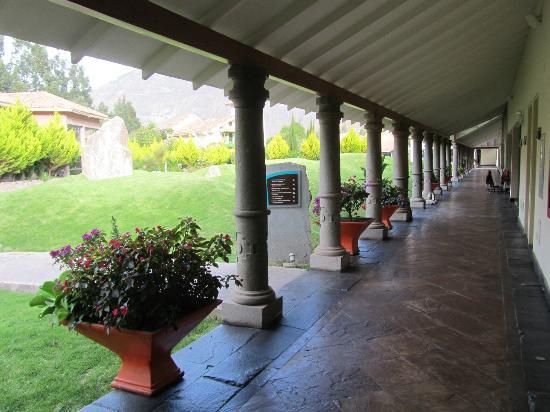 Aranwa Sacred Valley Hotel & Wellness: Panorámica de uno de los pasadizos