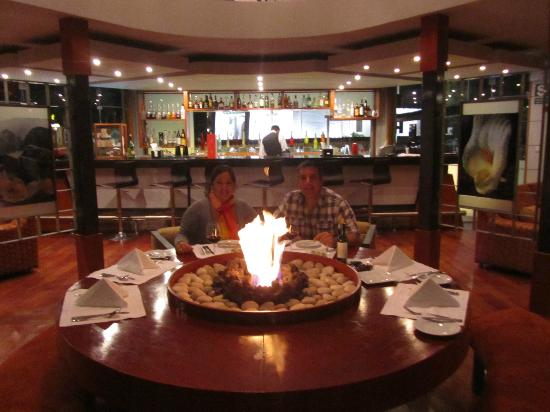 Aranwa Sacred Valley Hotel & Wellness: Lounge - Comiendo Sushi