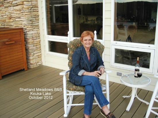 Shetland Meadows: Great front porch overlooking Keuka Lake