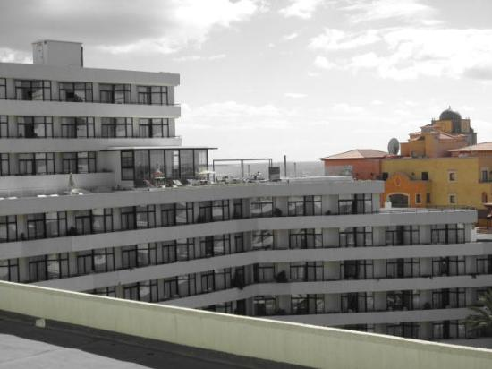 H10 Conquistador: view of roof terrace from our balconey