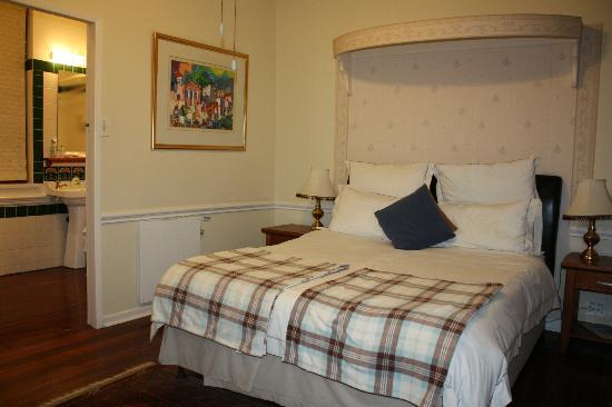 Brenwin Guest House: Наша шикарная кровать