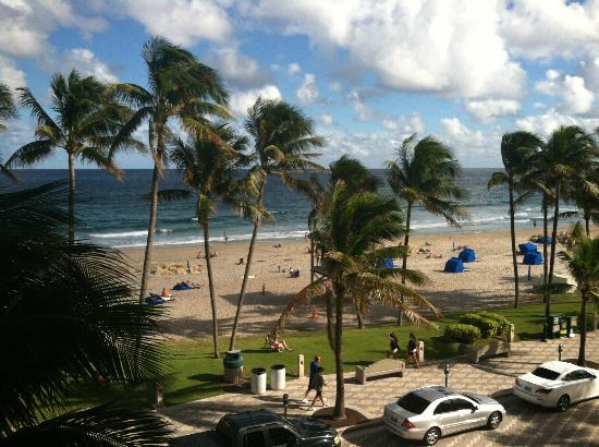 Wyndham Deerfield Beach Resort: Looking Out Sliders from 3rd Story Room