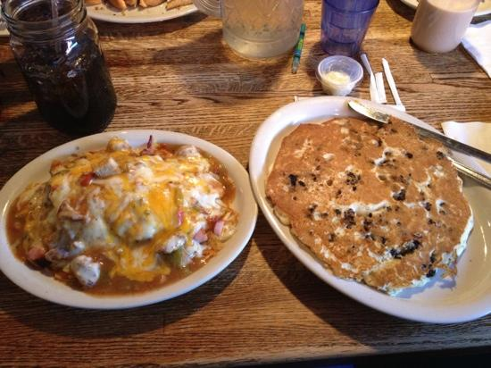 Coyote Cantina : breakfast platter and blueberry pancake