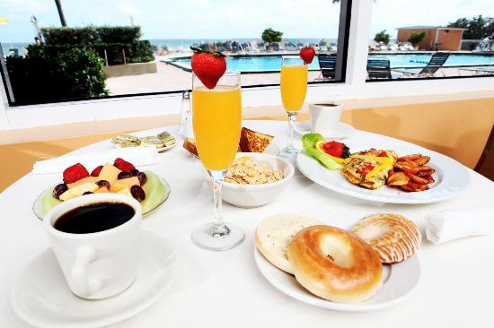 Ramada Plaza Marco Polo Beach Resort : Ocean Terrace Breakfast Ocean View