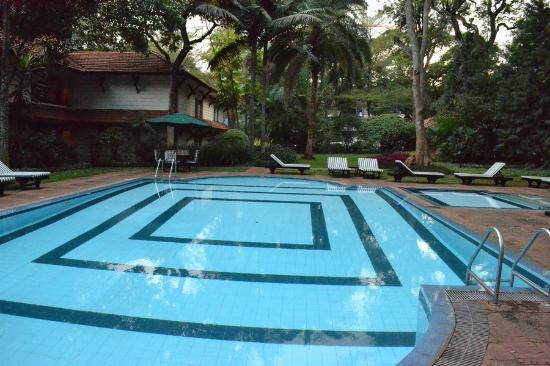 Southern Sun Mayfair Nairobi: Uma das piscinas do Hotel.