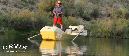 Fisheads San Juan River Lodge: Owner Chris Taylor, dry fly fishing on a calm night on the San Juan