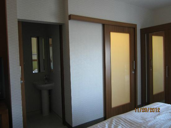 SpringHill Suites San Antonio SeaWorldR/Lackland: Frosted bathroom doors : springhill doors - Pezcame.Com