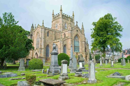 Dunfermline, UK: Veduta esterna della chiesa