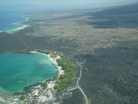 Manini'owali Beach (Kua Bay): 手前ではなく、一つ向こうのビーチです