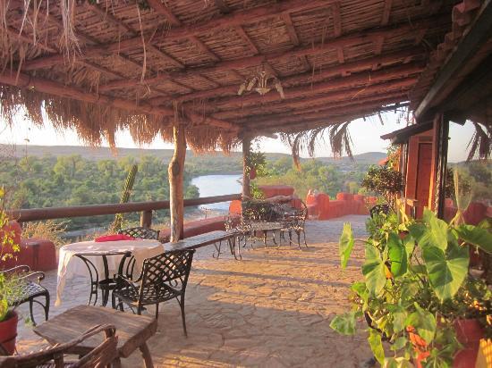 Rio Vista Hotel: El patio
