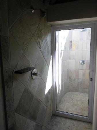 Bongani Mountain Lodge: Dusche mit Außendusche im Zimmer