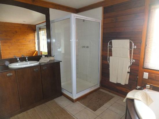 Kariega Game Reserve - All Lodges: bathroom