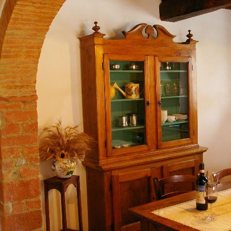 Santa Maria a Poneta: antique Tuscany forniture in the villa