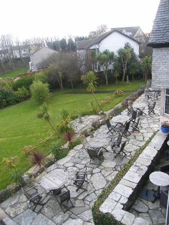 Trevalsa Court Country House Hotel: Hotel grounds and patio area