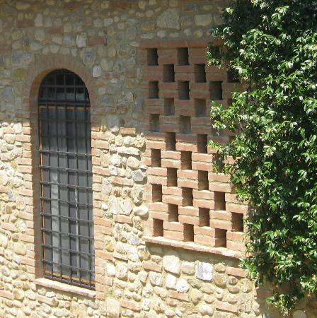 Santa Maria a Poneta: Tuscany stone farmhouse
