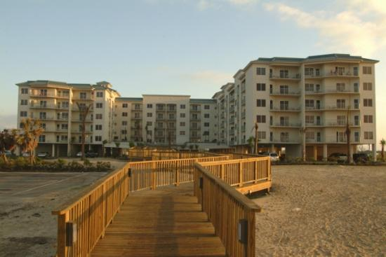 Holiday Inn Club Vacations Galveston Beach Resort: Walkway to beach