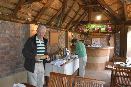 Treetops Guesthouse: Breakfast area