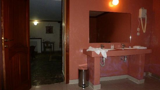 Mountain Gorilla View Lodge: bathroom
