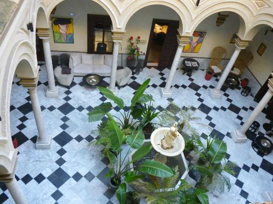 Hotel Palacio de Villapanes : The open courtyard