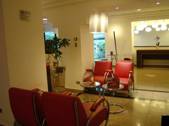 Ibis Milano Centro: Area Anexa ao American bar - internet