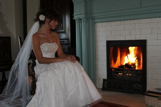 Federal Crest Inn: By the fire before our wedding
