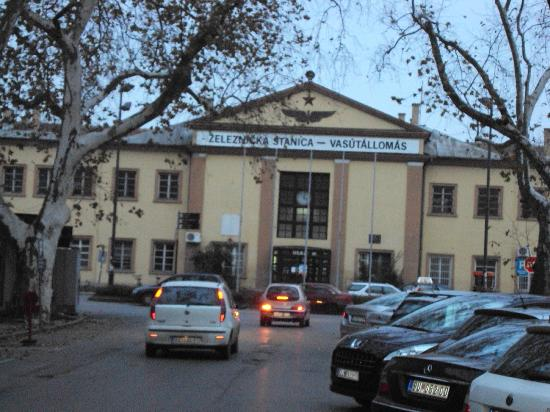 Hotel Galleria: Subotica train station