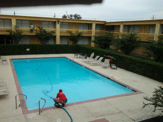 Econo Lodge: pool was sparkling clean