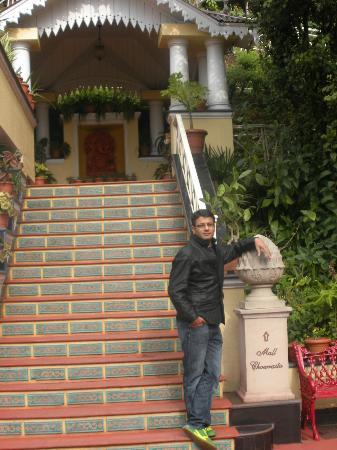 โรงแรมมาร์ตา: Rakesh Mehta