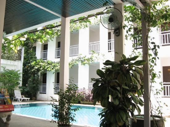 Jinny Phuket : スイミングプールもありました。