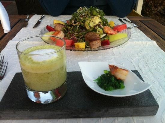Allgäuer Terrassen Hotel: Bärlauchsuppe & Salat