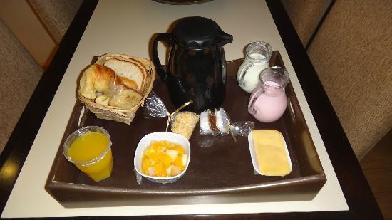 Ayres de Recoleta Hotel: Café muito simples