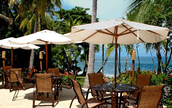 Ylang Ylang Beach Resort: The Restaurant