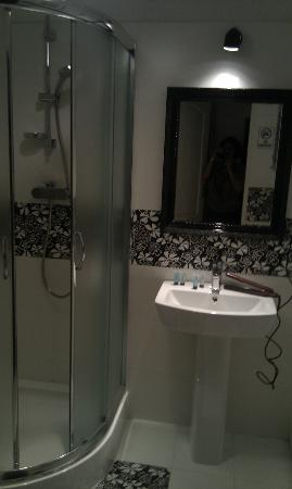 Chmielna Guest House: Bathroom
