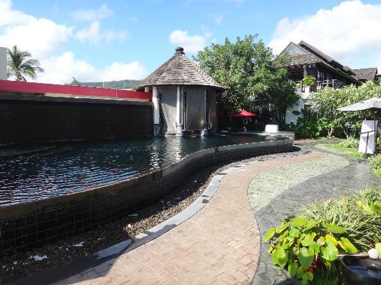 Kirikayan Boutique Resort : la piscine en pierres trés baroque