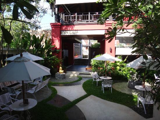 Kirikayan Boutique Resort : l'espace détente entre l'acceuil et les chambres