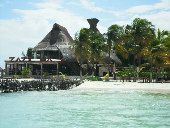 Na Balam Beach Hotel: vista del bar dell'hotel dal mare